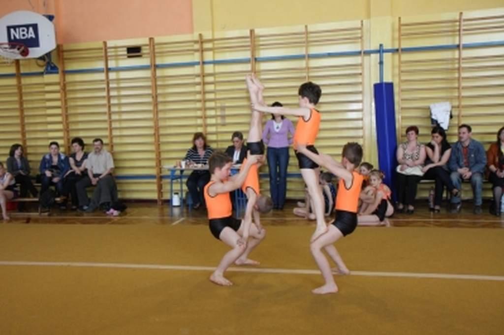 zawody_w_akrobatyce_sportowej_o_puchar_dyrektora_mosir_1_20130508_1365989241